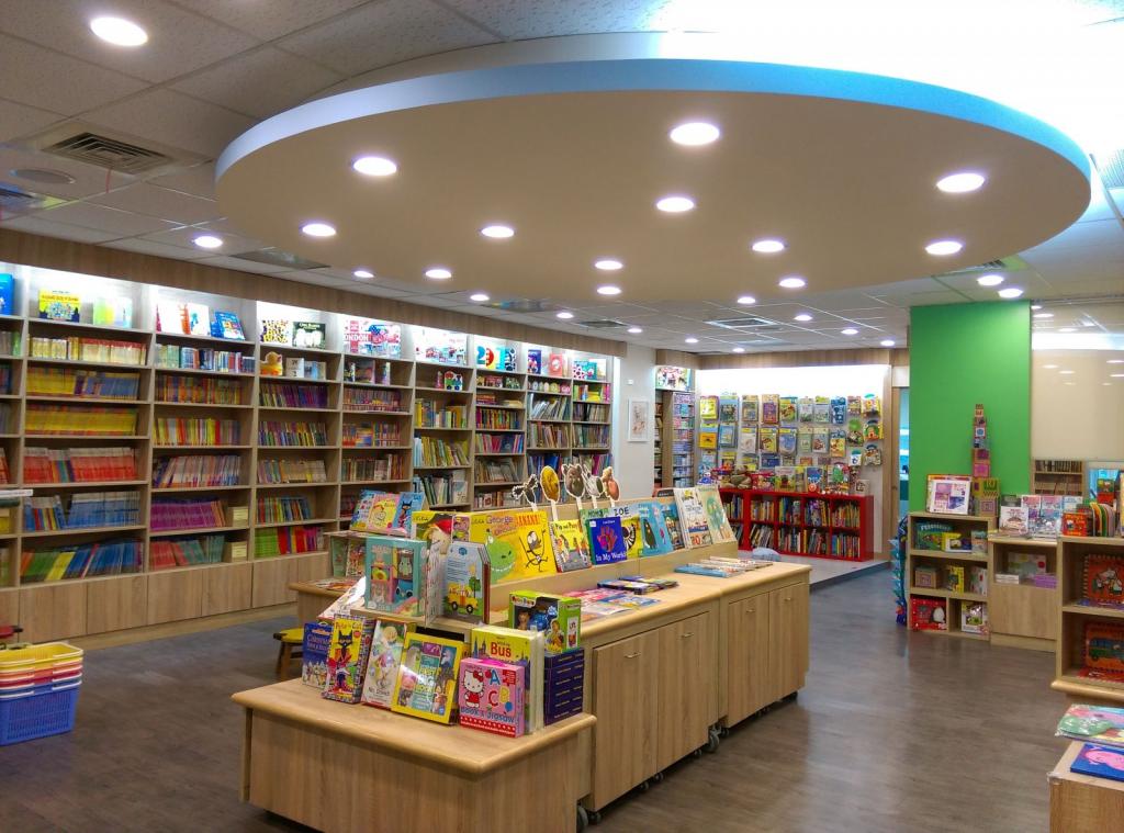 麥克兒童外文書店