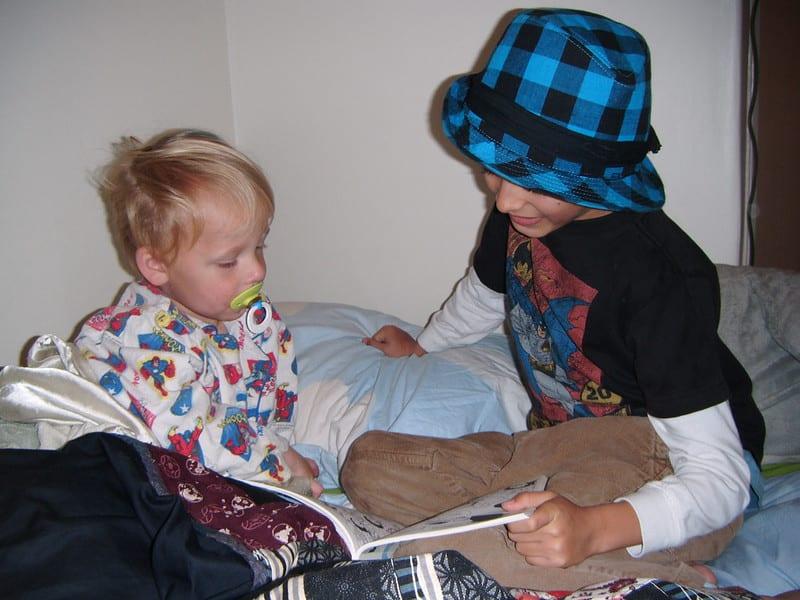 教育學者柯華葳(2006)認為閱讀應從嬰幼兒做起,說明學齡前及早開始閱讀的重要性。