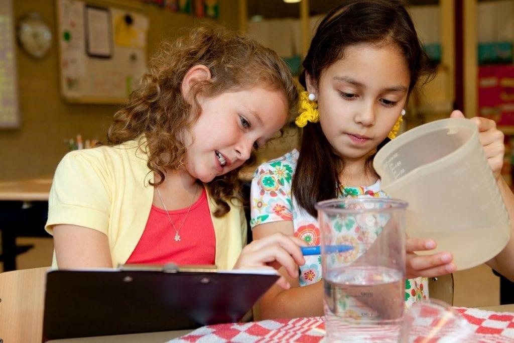 兒童觀察水的型態變化